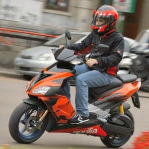Come assicurare uno scooter guidato da un minorenne risparmiando