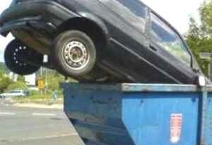 Vendere o rottamare l'auto, come fare con l'assicurazione